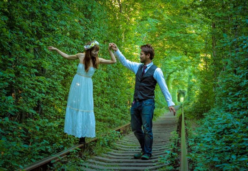恋が叶う⁈幻想的な緑のトンネルがウクライナにあった♡
