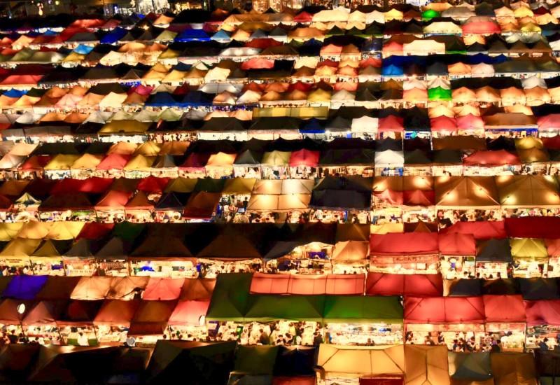 [バンコク]定番観光スポット ナイトマーケットの楽しみ方
