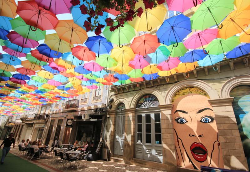 今や世界中に広がった傘祭りの元祖!ポルトガル・アゲダの傘祭りが美しすぎる