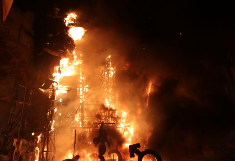 """街中が火の海!?迫力満点の""""バレンシアの火祭り""""は絶対に行くべきだ!"""