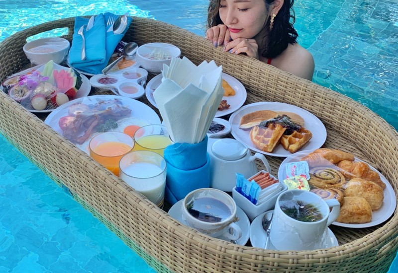 日本未上陸、プールで贅沢な朝食【Floating Breakfast】プーケット女子旅