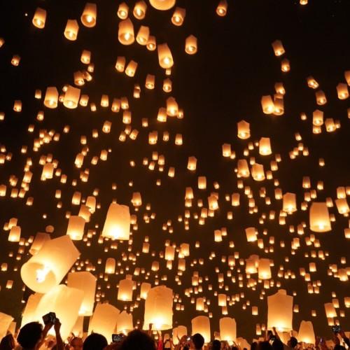 【絶景】超幻想的 タイ北部コムローイ祭り2019
